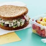 Хрустящие сэндвичи с салатом из индейки