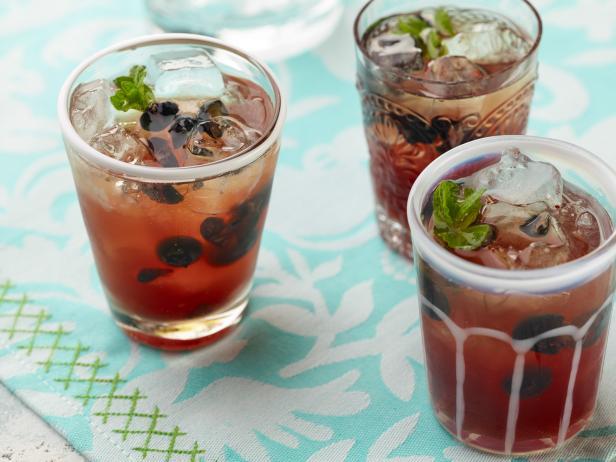 Фото Коктейль шорле с чаем и черникой