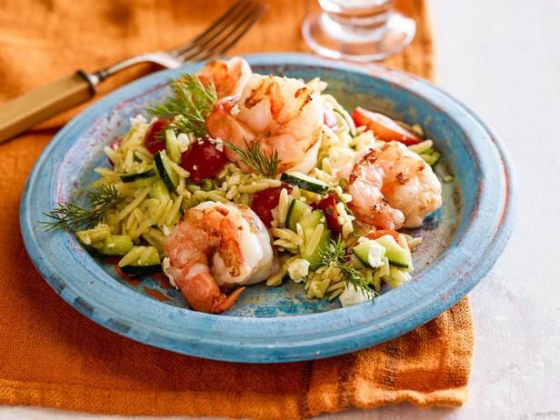 Греческий салат с креветками на гриле и соусом винегрет