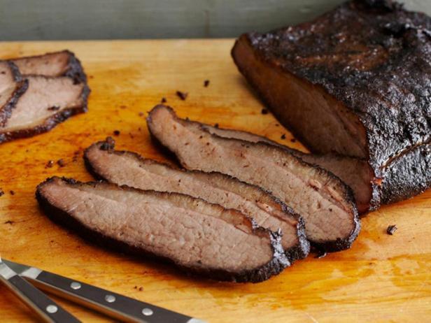 Копченая говяжья грудинка с пивным соусом барбекю