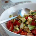 Салат из овощей-гриль с фетой и мятой