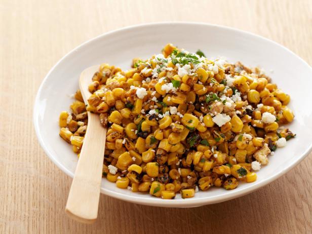 Фото Салат из кукурузы на гриле с лаймом, перцем чили и сыром котиха