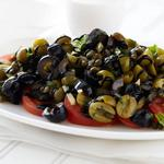 Римский летний салат из оливок и помидоров