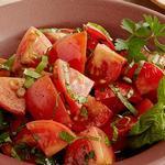 Салат из маринованных помидоров с зеленью