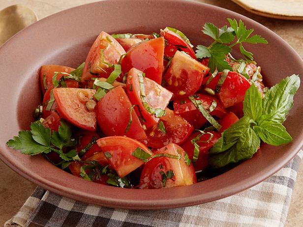 Фото Салат из маринованных помидоров с зеленью