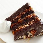 Немецкий шоколадный торт с кокосово-ореховой глазурью