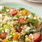 Салат из сырой кукурузы с помидорами
