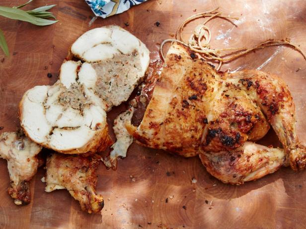 Фото Рулет из целой курицы на гриле