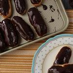 Эклеры с шоколадной глазурью