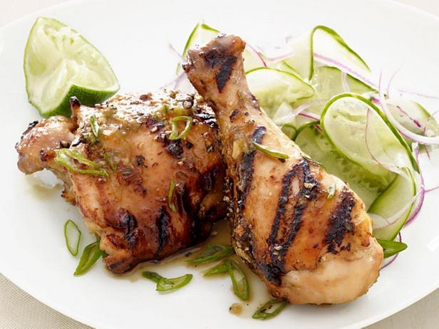 Курица с соусом барбекю и огуречным салатом по-китайски