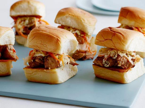 Сэндвичи с курицей гриль и маринованной пекинской капустой