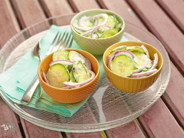 Фото Огуречный салат со сметаной и лабне