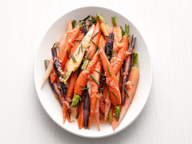 Фото Отварная морковь в имбирно-соевой глазури