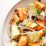 Салат с дыней и пряным миндалём