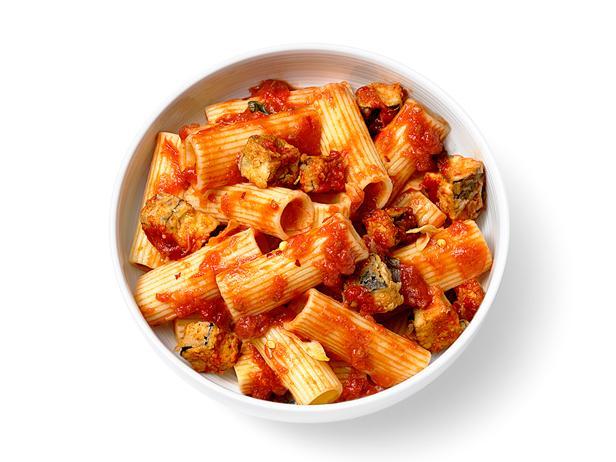 Фото Жареные баклажаны и томатный соус для макарон