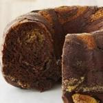 Шоколадный торт с орехами и бриошь