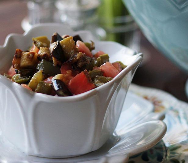Фото Томатный салат с баклажанами в панировке