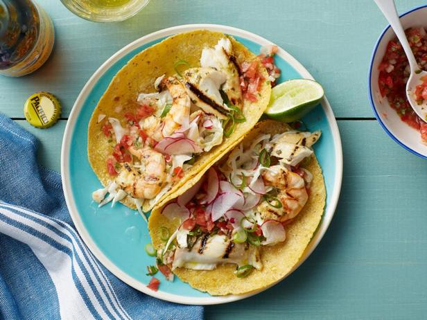 Фото - Тако с тилапией, креветками и капустным салатом