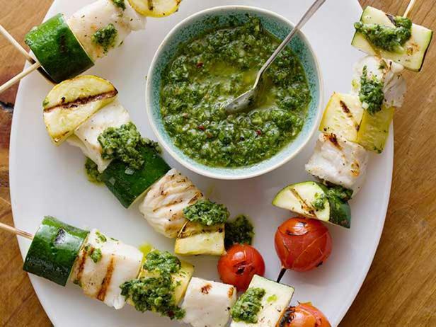 Рыбные шашлычки с соусом чимичурри с базиликом