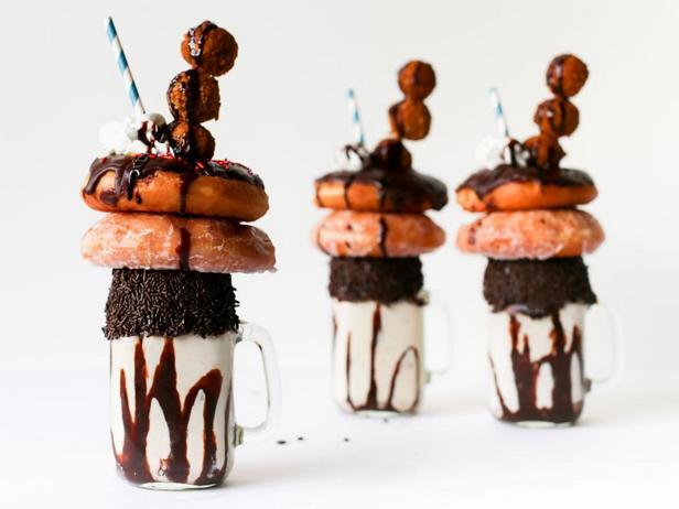 Фото - Молочный коктейль с пончиками