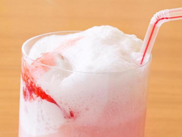 Фото - Коктейль-мороженое «Клубничный пимм»