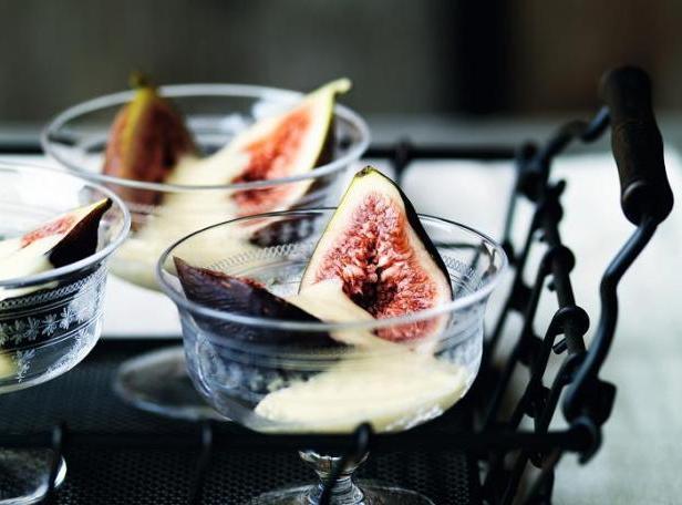 Фото Летний десерт с фруктами и кремом сабайон на ледяном вине