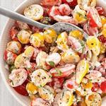 Салат с томатами черри и заправкой из простокваши