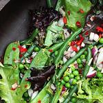 Салат из сезонных овощей с заправкой Ранч