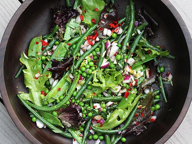 Фото Салат из сезонных овощей с заправкой Ранч