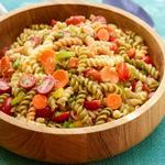 Макаронный салат с сезонными овощами