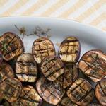 Баклажаны на гриле с чесноком и розмарином