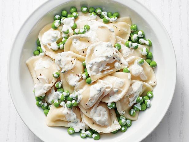 Фото - Картофельные вареники с зеленым горошком
