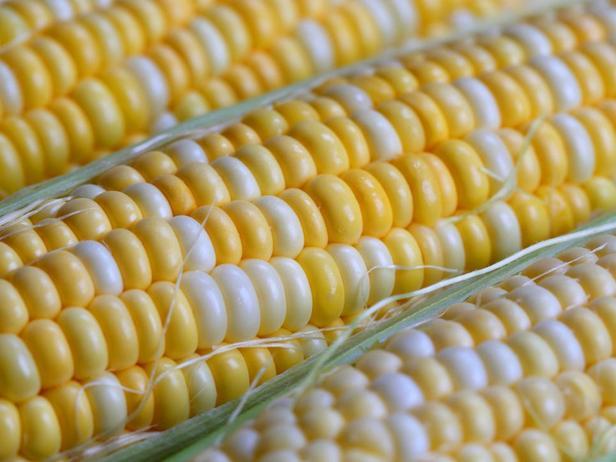 Попробуйте сливочную кукурузу или же поджарьте ее на гриле
