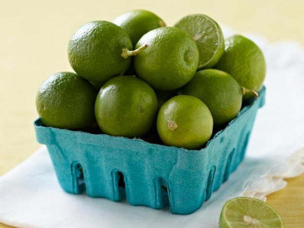 Лайм придаёт яркую кислинку маринадам и винегретным заправкам, оживляет вкус лаймового лимонада со льдом
