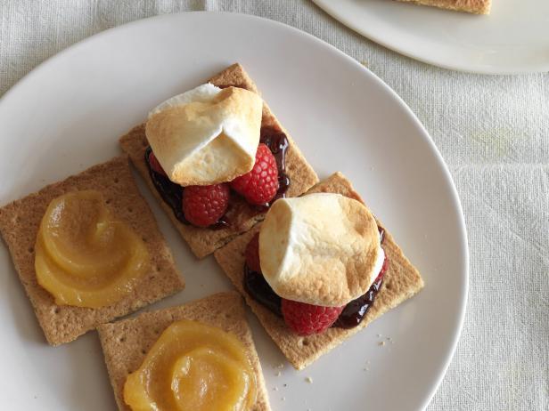 Фото Американский десерт Смор с маршмеллоу и лимонным курдом