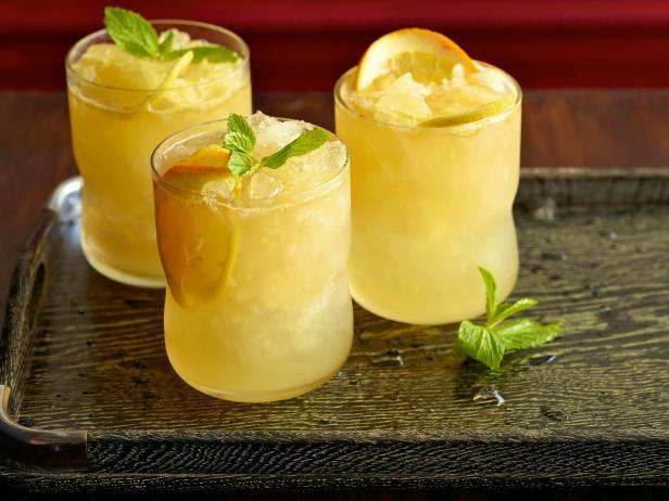 Фото Искрящийся лимонад с бурбоном