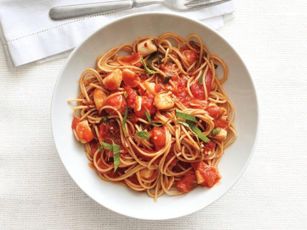 Фото Спагетти и морские гребешки, тешеные в соусе маринара