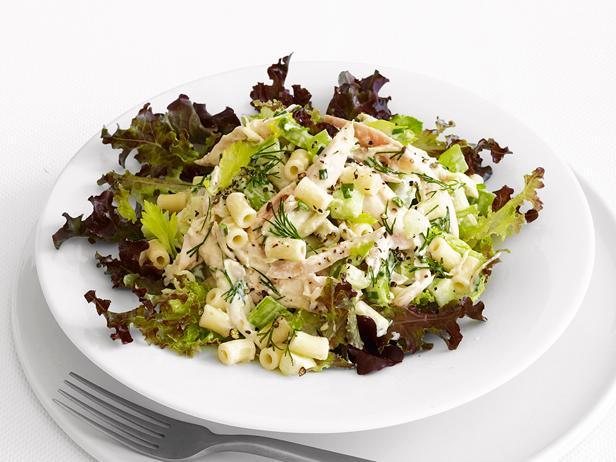 Фото Кремовый салат с макаронами и курицей-барбекю