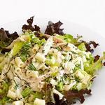 Кремовый салат с макаронами и курицей-барбекю