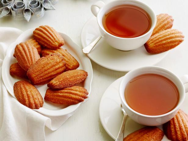 Фото Печенье «Мадлен» на коричневом сливочном масле
