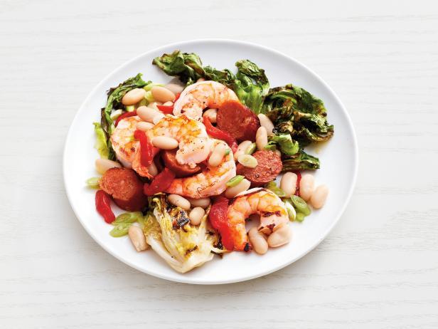Фото Теплый салат из фасоли с креветками на гриле