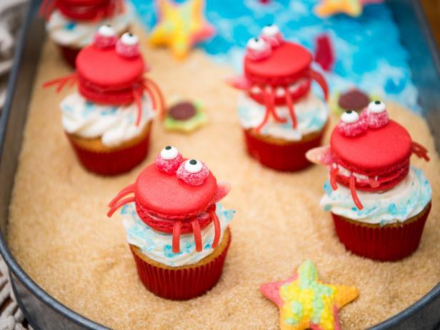 Фото Детские пирожные макароны «Крабы на пляже»