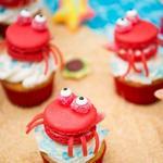 Детские пирожные макароны «Крабы на пляже»