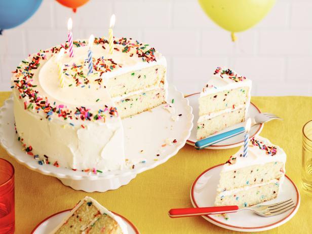 Фото Классический торт на День рождения
