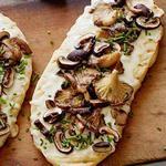 Лепёшка с грибами и трюфельным сыром на гриле