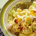 Картофельный салат с пикули и яйцами