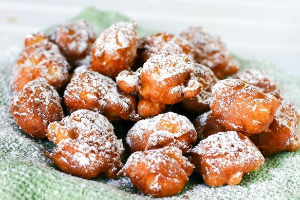 Фото Простые пончики с яблоками «Яблочные фриттеры»