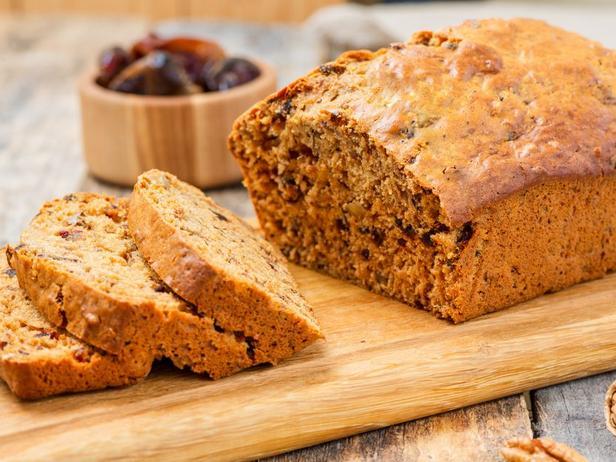 Фото Классический влажный хлеб с финиками и орехами