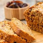 Классический влажный хлеб с финиками и орехами