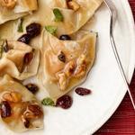 Тортеллини со сладкой тыквенной начинкой и соусом из коричневого сливочного масла